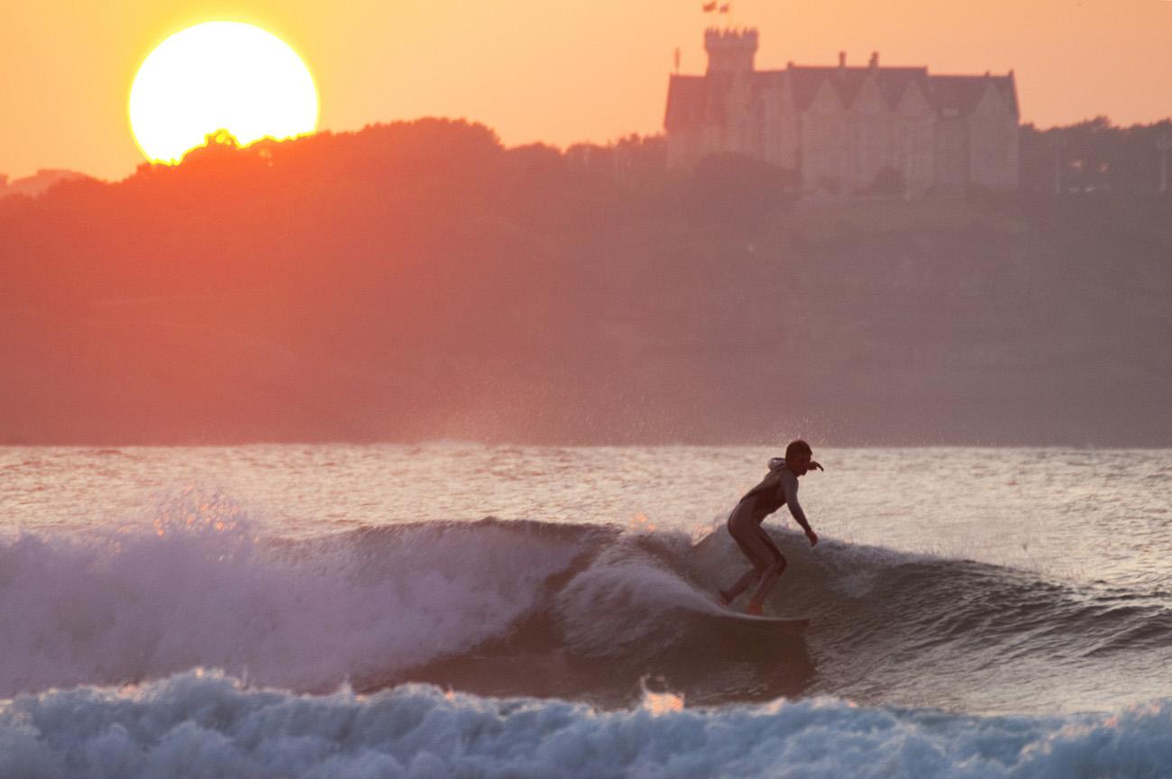 playa-de-somo-loredo-al-fondo-palacio-de-la-magdalena-de-santandercantabria-foto-meike-reijerman-low-web_c5f605b3